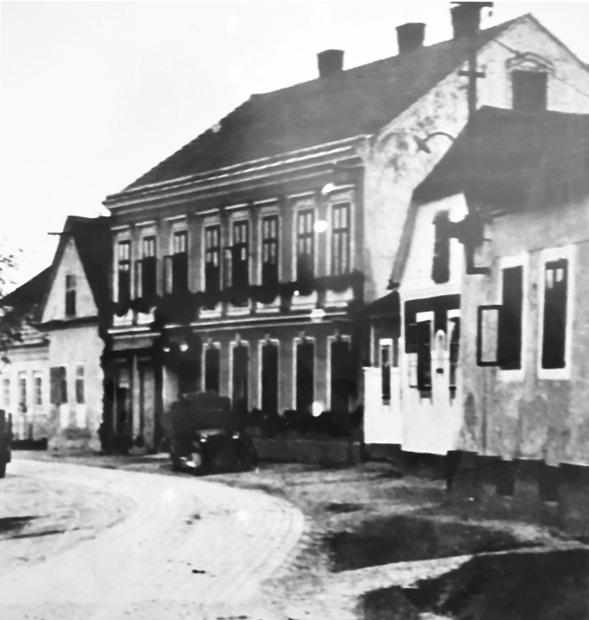 ein historisches schwarz-weiß-Foto des Lösshofs vor der Renovierung
